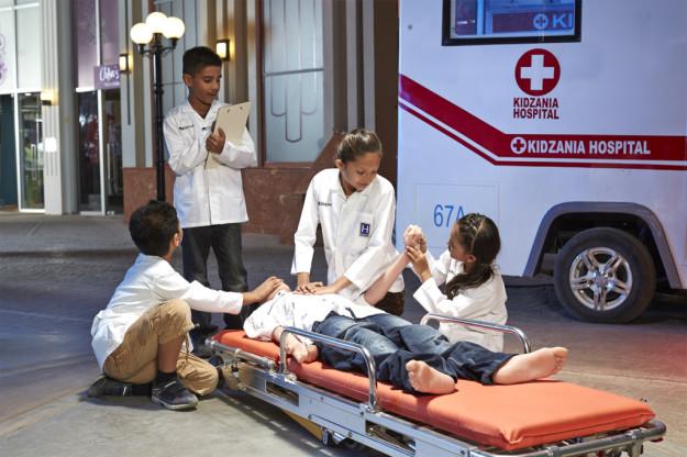 kz-mumbai_kids-role-playing-as-paramedics