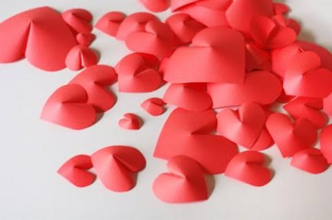 Украшаем дом ко Дню всех влюбленных! Очень простые сердечки на стену