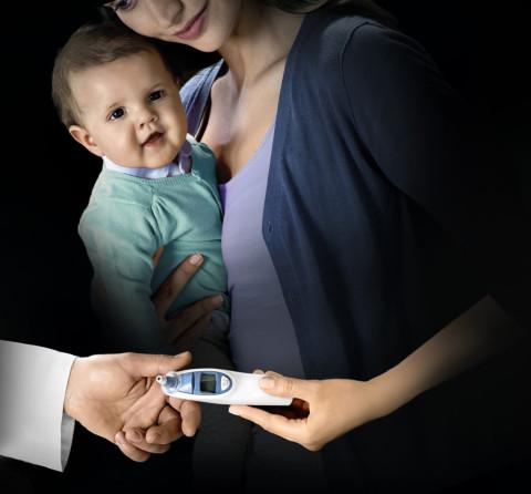 Высокая температура у новорожденного: какая это и что делать