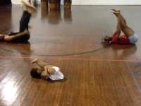 Двухлетняя девочка дала урок хореографии взрослым