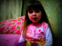 Маленькая девочка рассказывает о любви