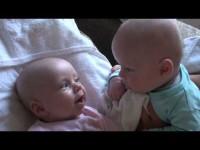 Милые малыши общаются на своем языке