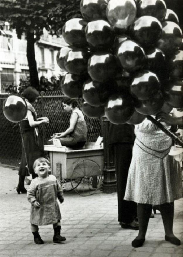 Девочка и гелиевые шарики, 1930-е годы