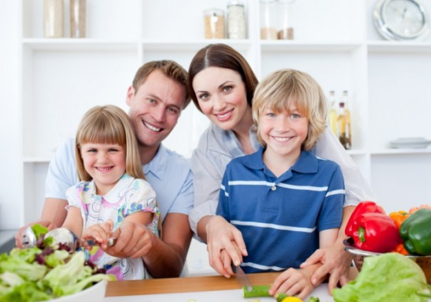 Family-Cooking-Depositphotos_10290933_l-700x492