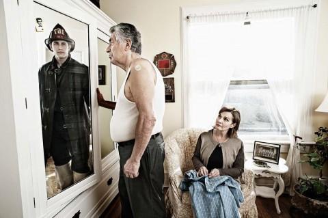 Фотограф возвращает стариков в молодость
