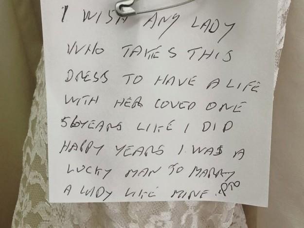 записка на свадебном платье2