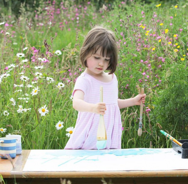 девочка-аутист-рисует-красивые-картины