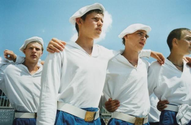 подростки в лагере