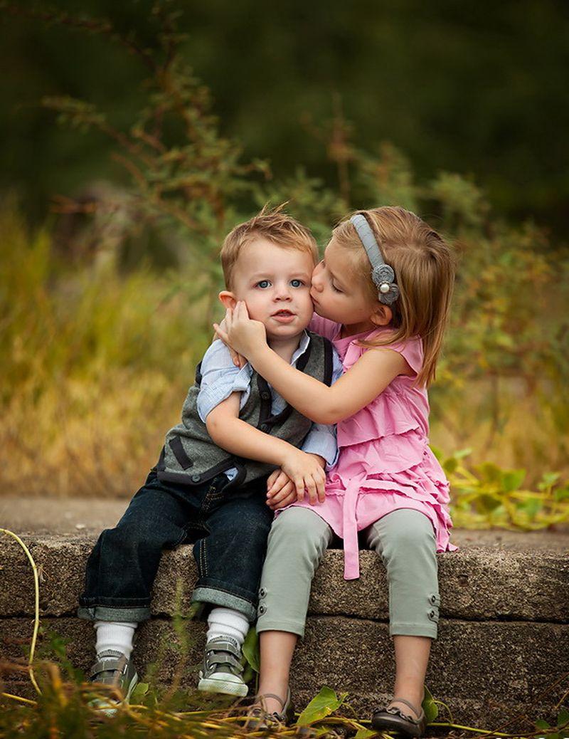 брат и сестра испытывают к друг другу нежные чувства видео