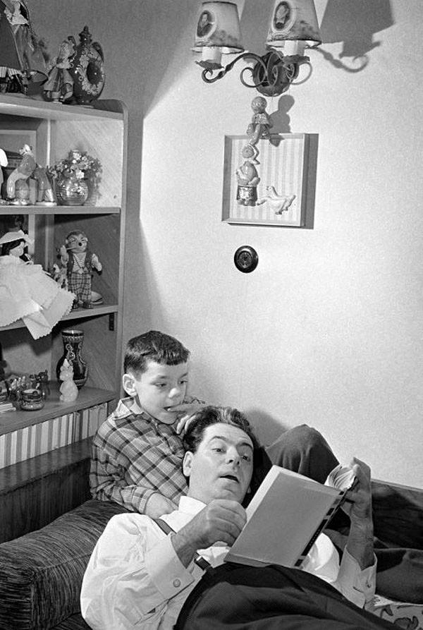 Аркадий Райкин с сыном Костей, 1957