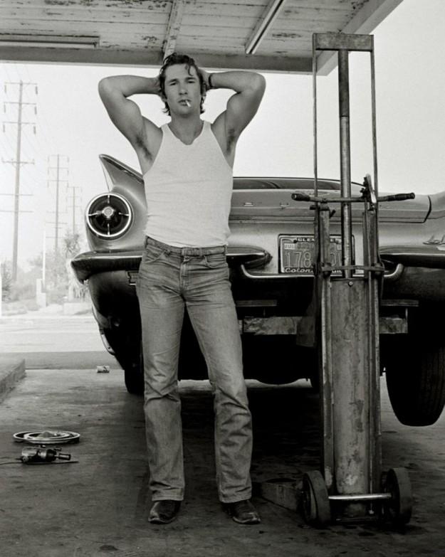 Ричард Гир, Калифорния, фото сделано другом фоторгафом Хербом Ритцем возле придорожного сервиса, где они меняли колесо, 1978