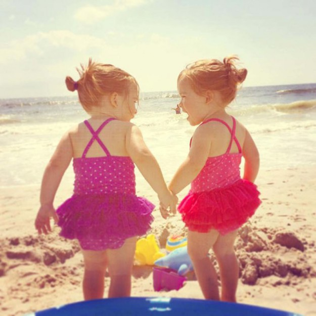 близняшки