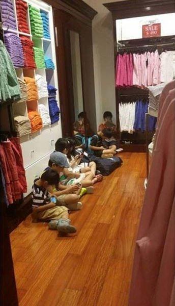 дети под примерочной
