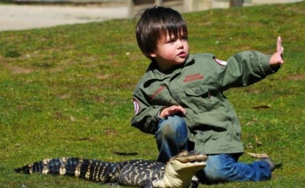 мальчик с крокодилом