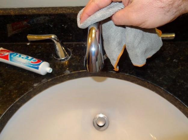 металл чистим зубной пастой