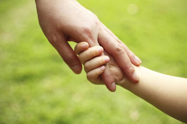 Фото рука в руке мамы папы и ребенка