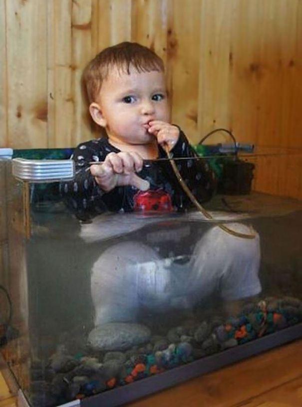 мальчик в аквариуме