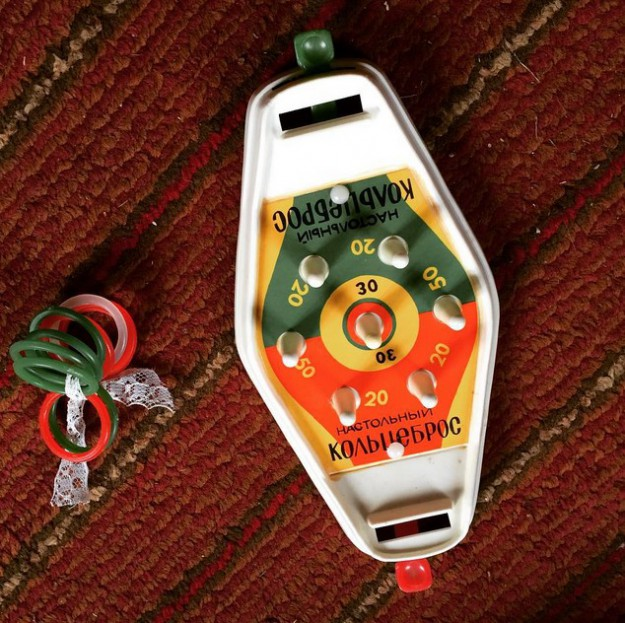 Настольный кольцеброс - развивающая игрушка