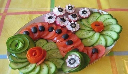 Овощная нарезка с редисом, помидором и огурцом