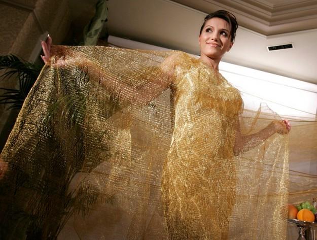 Платье из золотой проволоки от Ginza Tanaka. 245 000 долларов