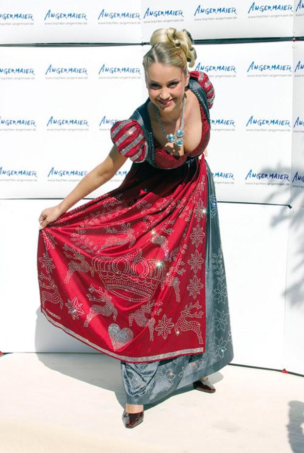Средневековое платье от немецких дизайнеров Swarovski Dirndl Dress. 127 000 долларов
