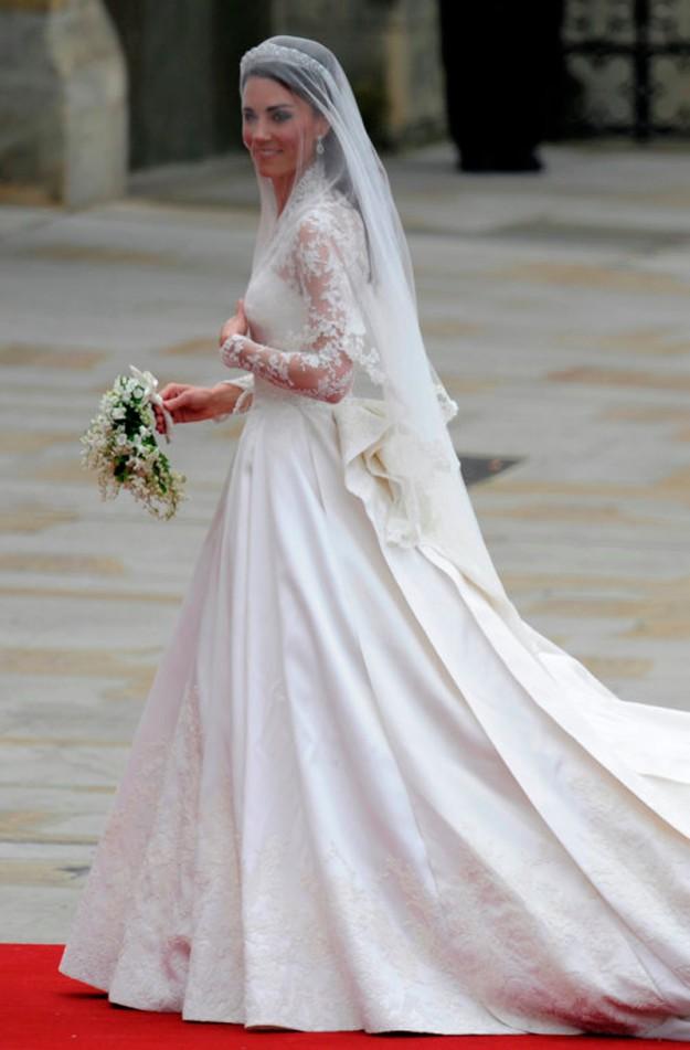 Свадебное платье от модного дома Alexander McQueen для Кейт Миддлтон. 400 000 долларов