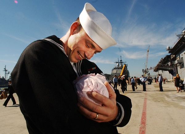 моряк увидел ребенка