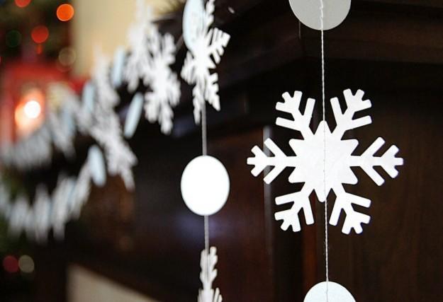 Гирлянды из бумажных снежинок
