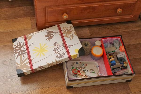 Коробка - идеальное место хранения для ниток и иголок