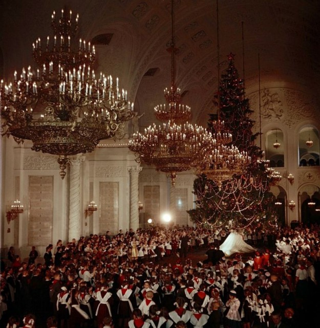 Предел мечтаний каждого школьника - билет на елку в Кремль