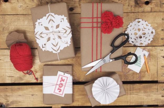 Простые снежинки и пряжа - и идеальный подарок готов