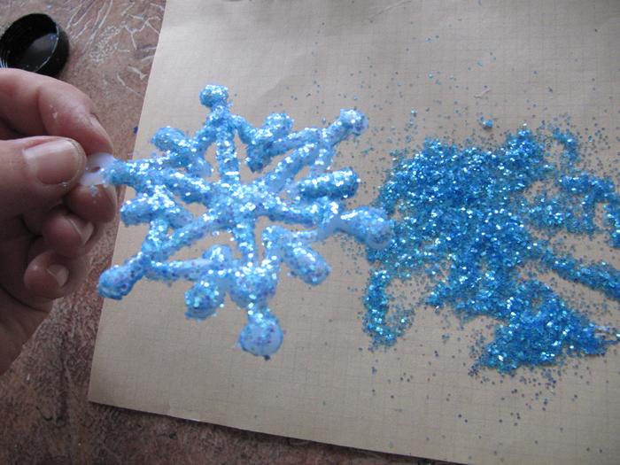снежинка из клея своими руками