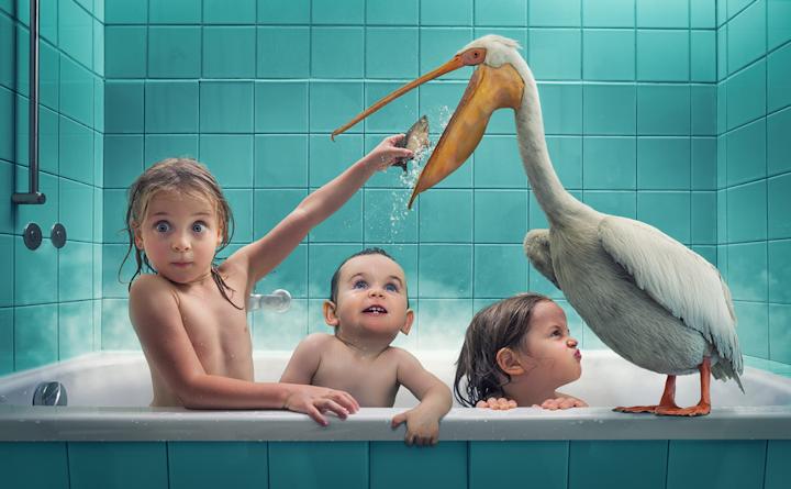 фотограф снимает своих детей