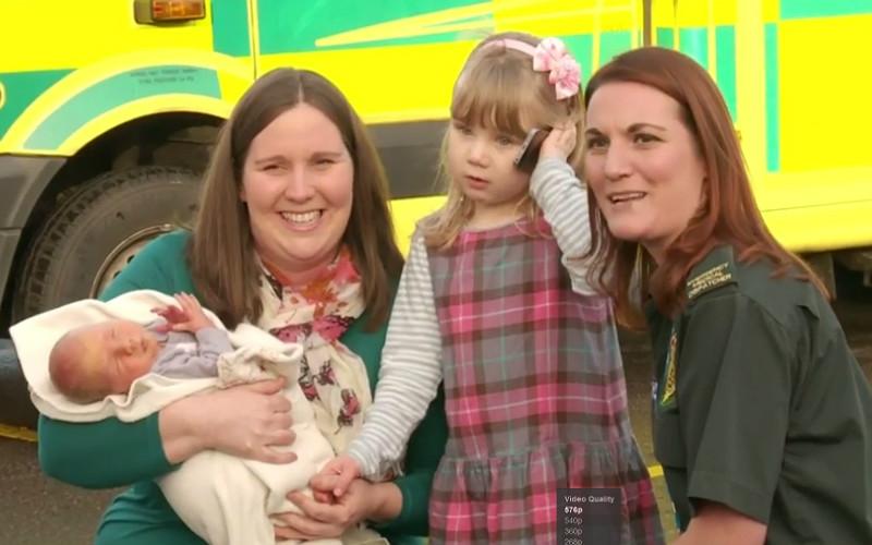 трехлетняя девочка спасла маму