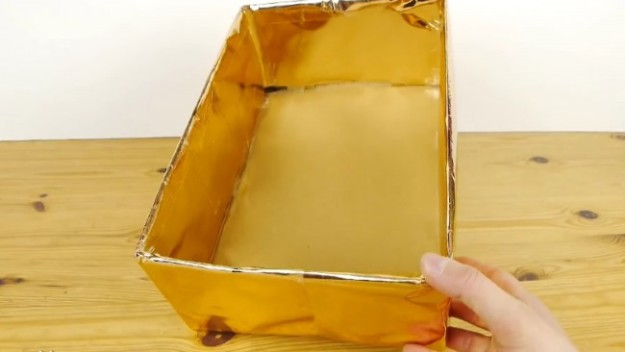 3 Для красоты обклеиваем коробку упаковочной бумагой
