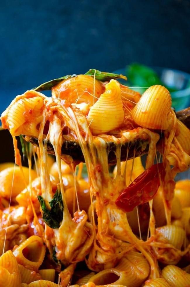 макароны с томатами и сыром