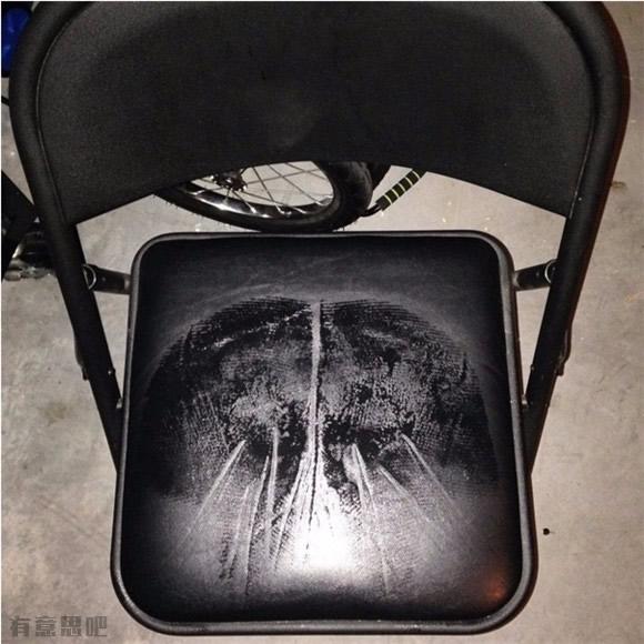Это не рентген. Это отпечаток на стуле в жаркий день