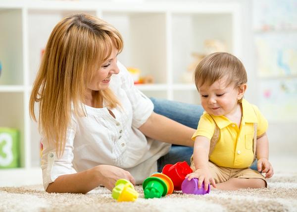 Не нужно говорить Быстро собирай игрушки, куда лучше говорить Сначала соберёшь машинки или лего, давая почувствовать ребенку, что выбор остается за ним.