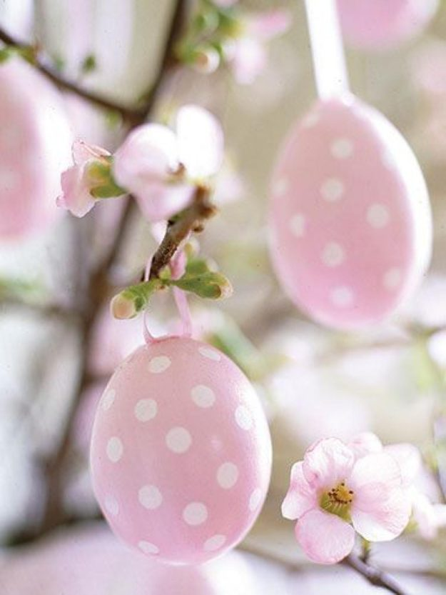 Яйца пастельных оттенков в горошек