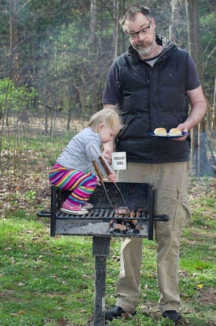 папа и дочь на природе