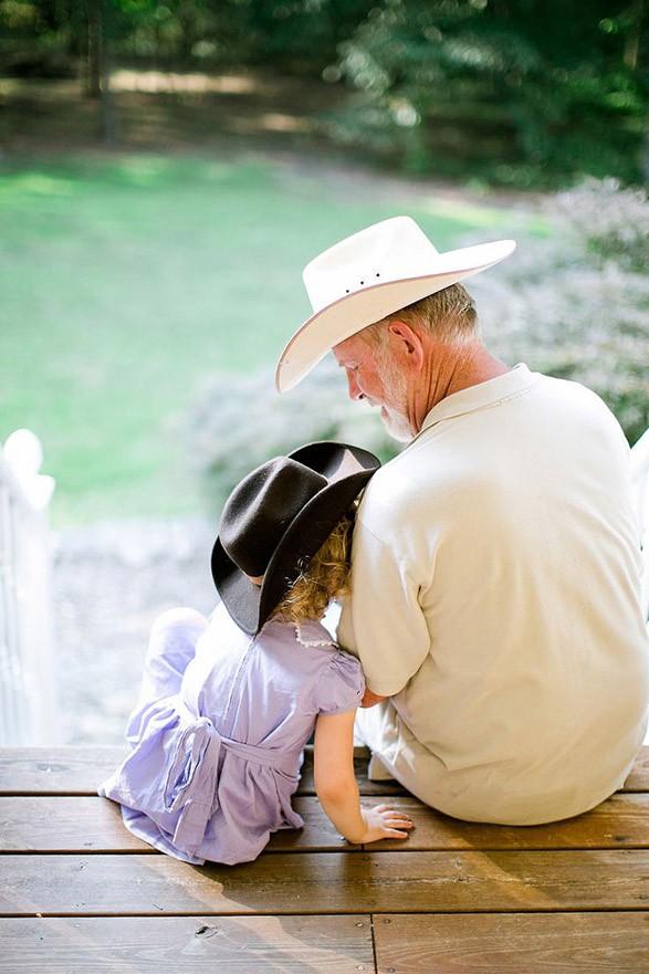 папа и маленькая дочка