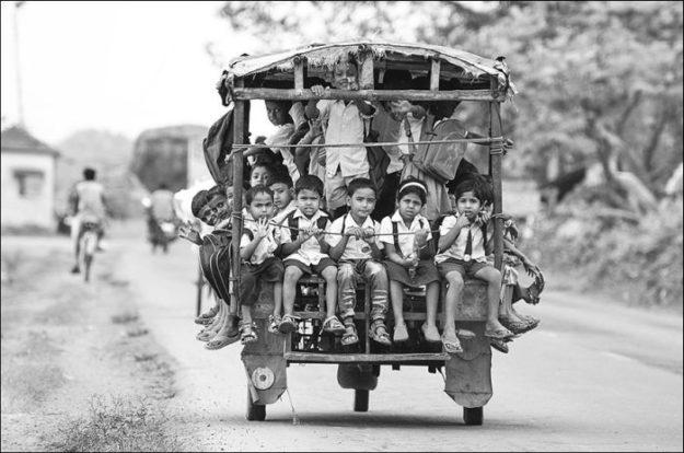 Авто-рикша для школьников в Индии