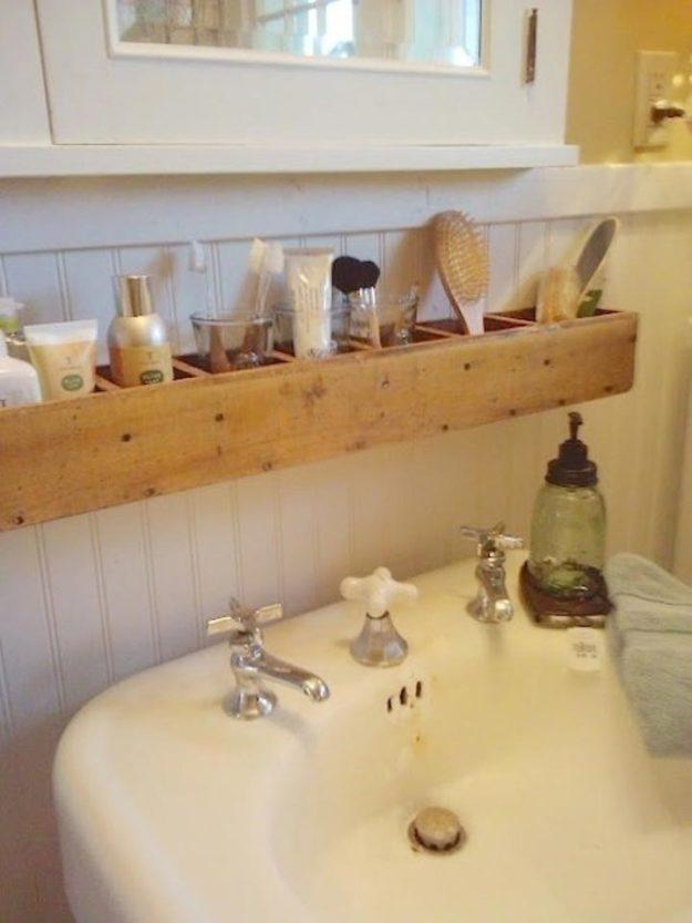 Ванные принадлежности можно хранить и в деревянных ячейках для растений