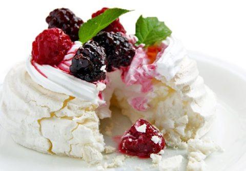 Меренги с ягодами. Рецепт очень вкусного десерта