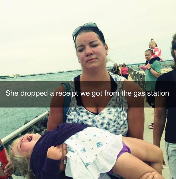 Она уронила квитанцию, которую нам дали на заправке