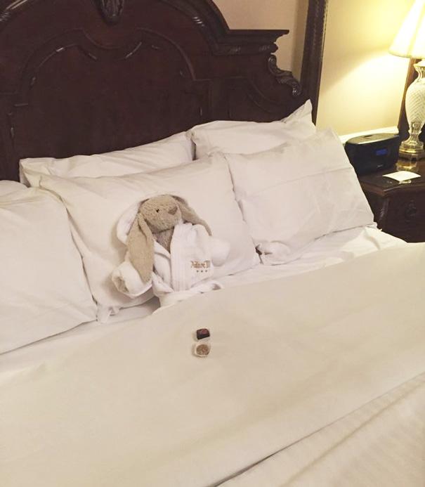 Сегодня ночую в отеле, но надеюсь, завтра меня заберут домой