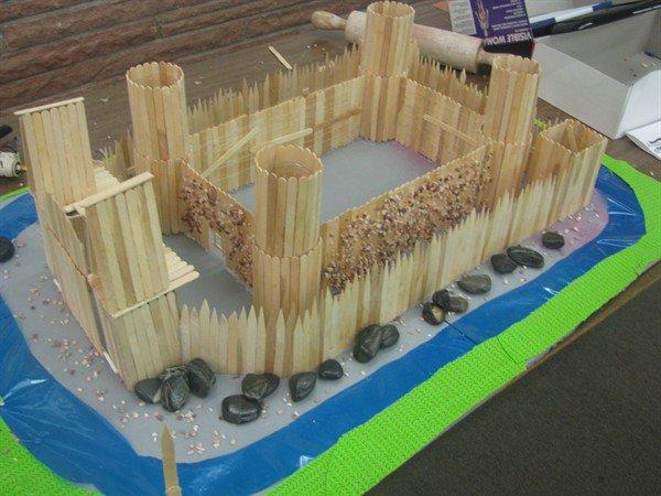 крепость из деревянных палочек
