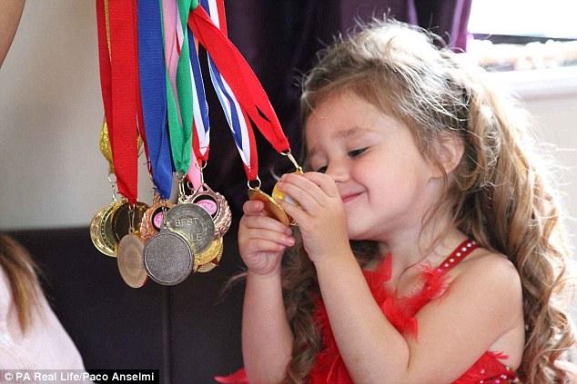 малышка обожает конкурсы красоты