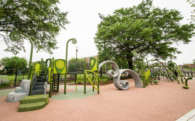 Площадка в школе имени Гарри Томаса, вдохновленная числовыми спиралями. Вашингтон, США
