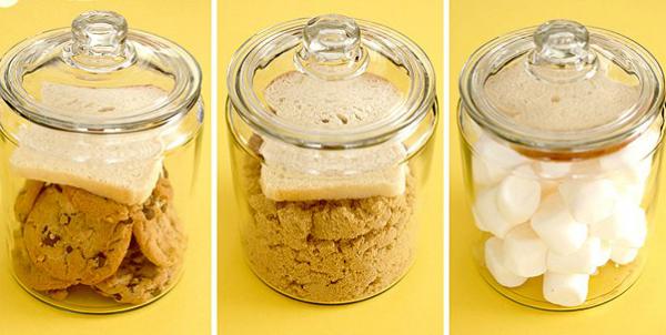 Сахар, печенье, зефир и прочее будут дольше сохранят свежесть, если положить к ним хлеб